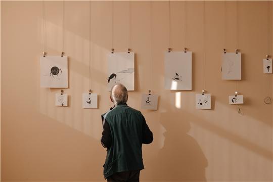 В столице открыта первая персональная выставка графических работ столичного педагога
