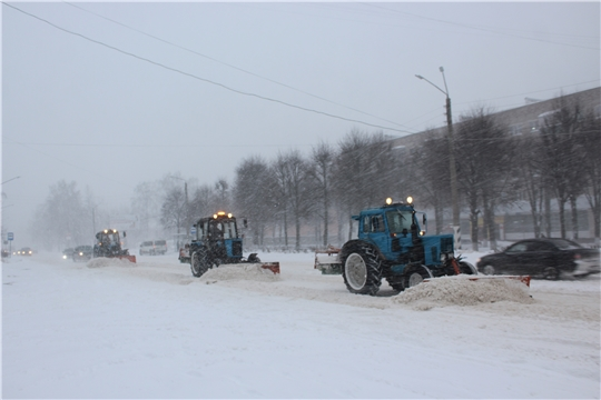 В городе Канаш в усиленном режиме продолжается уборка снега