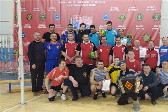 В городе Канаш состоялся праздничный турнир по волейболу с участием команд с армейской выправкой