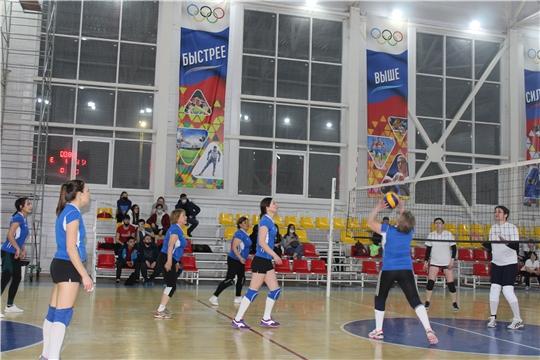Спор за право владеть званием обладатель Кубка города Канаш по игровым видам спорта повели мужские и женские команды предприятий и организаций города