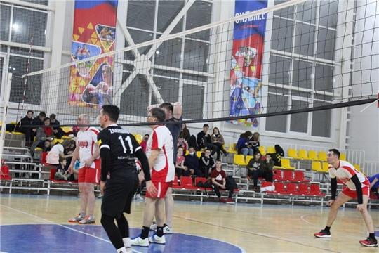 Определились полуфинальные пары Кубка города Канаш по волейболу среди мужских команд
