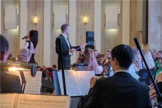 Показательный оркестр МЧС России поздравил сотрудниц ведомства с 8 марта