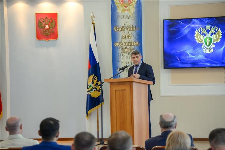 Олег Николаев поздравил работников прокуратуры с профессиональным праздником