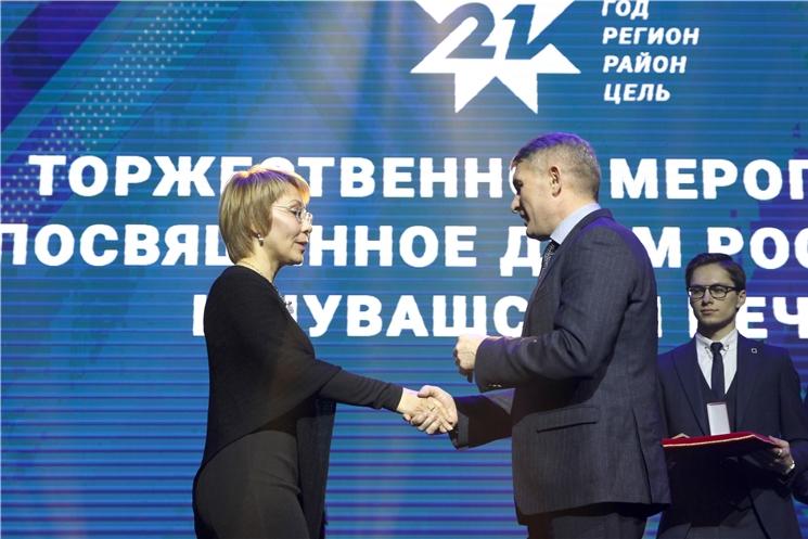 Олег Николаев поздравил журналистов с профессиональным праздником