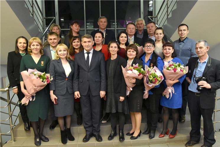 Олег Николаев поздравил коллектив газеты «Хыпар» со 115-летием издания
