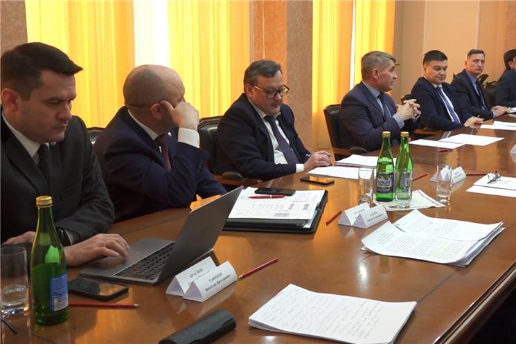 Глава Чувашии Олег Николаев встретился с руководством Госсовета и лидерами фракций.