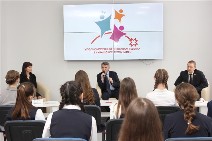 Олег Николаев встретился с активистами Детского общественного совета
