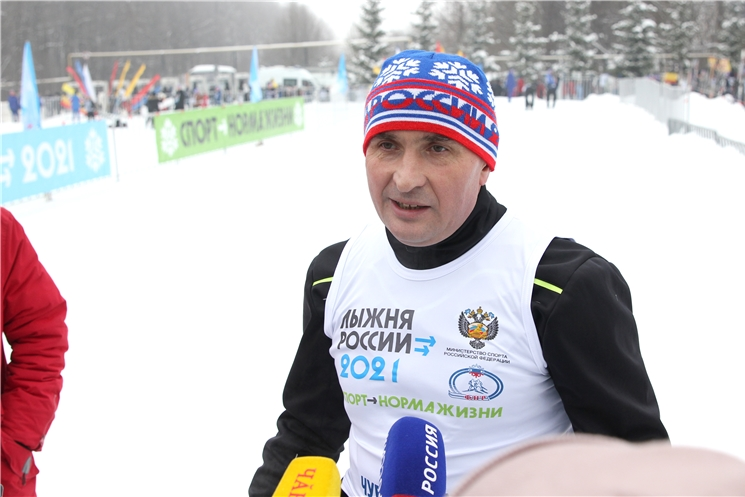 Глава Чувашии Олег Николаев принял участие в «Лыжне России – 2021»