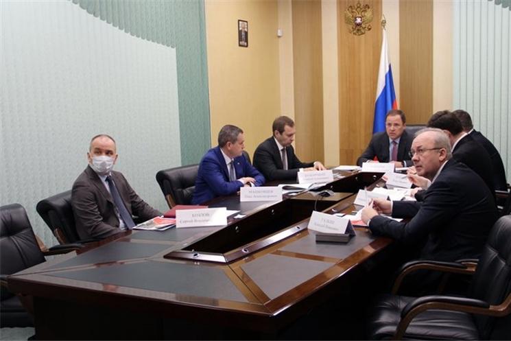 Полномочный представитель Президента РФ в ПФО Игорь Комаров провел совещание с главами регионов ПФО