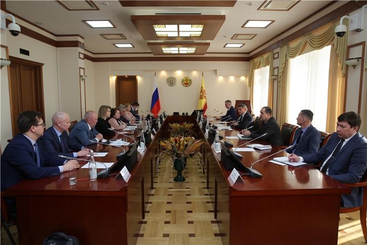 Олег Николаев встретился с представителями партий, представленных в Госсовете Чувашии