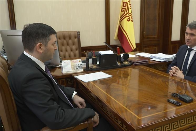 Глава Чувашии Олег Николаев встретился с руководителем Приволжского управления Ростехнадзора Азатом Мубаракшиным.