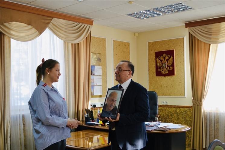 Геннадий Федоров вручил портрет с автографом Президента России