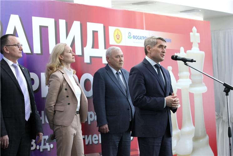 Олег Николаев открыл этап всероссийских соревнований по быстрым шахматам в Чебоксарах