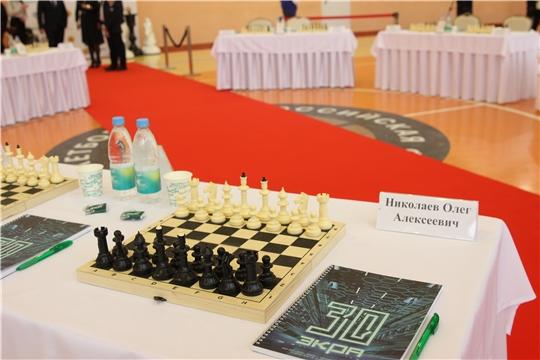 Олег Николаев принял участие в сеансе одновременной игры с многократным чемпионом мира по шахматам Анатолием Карповым