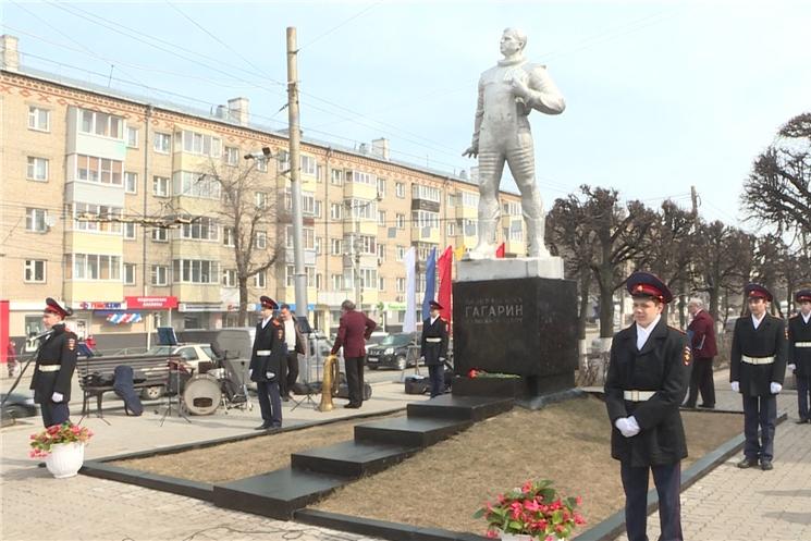 В Чебоксарах в День космонавтики почтили память первого космонавта Юрия Гагарина