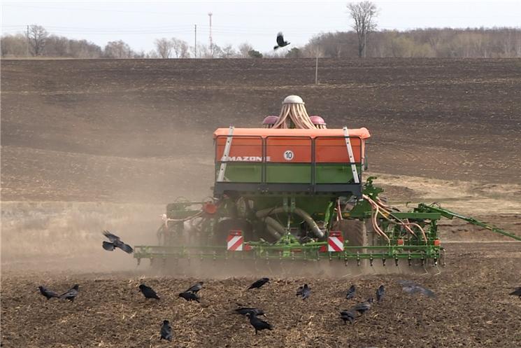 На еженедельном совещании в Доме Правительства обсудили подготовку к весенним полевым работам.