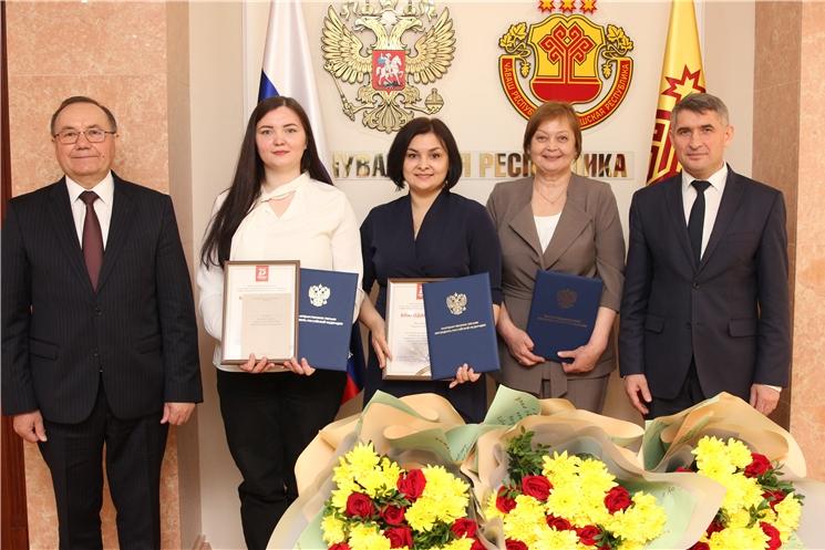 Жителям республики, внесшим вклад в проведение мероприятий в Год памяти и славы, вручили награды