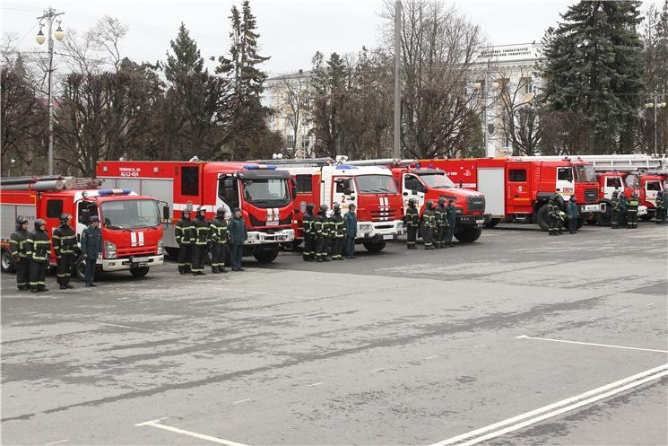 В Чебоксарах состоялся праздничный развод караулов пожарно-спасательного гарнизона