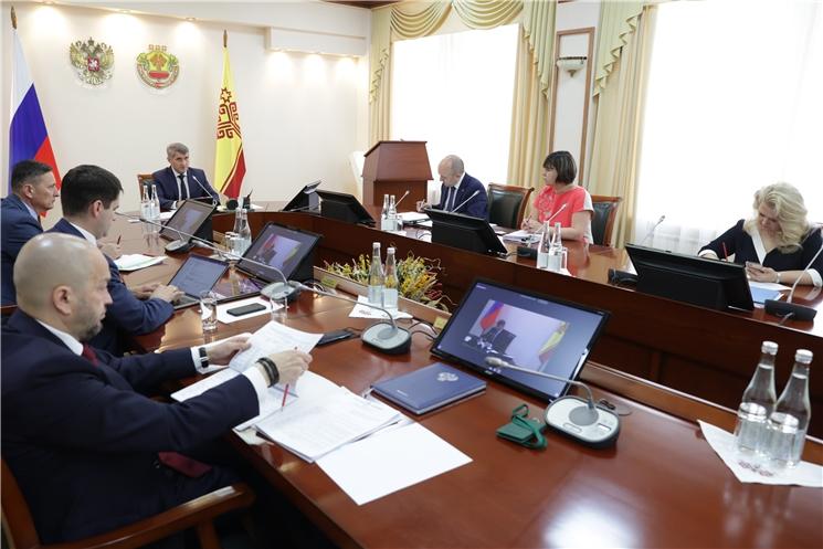 Олег Николаев предупредил об опасности завоза в республику новых штаммов COVID-19 и призвал ускорить темпы вакцинации