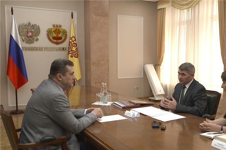 В Доме Правительства Чувашии прошла встреча Главы республики с председателем Союза журналистов России Владимиром  Соловьевым.