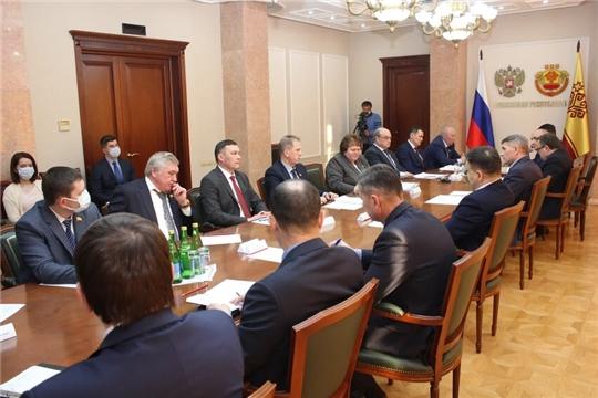 Представители парламентских фракций на встрече с Главой республики подняли актуальные вопросы