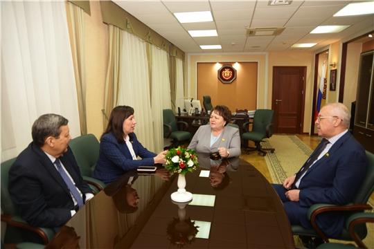 Председатель Госсовета Чувашии Альбина Егорова провела рабочую встречу с депутатом Госсовета Татарстана Алсу Набиевой