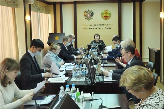 На еженедельном совещании – о горячем питании в школах, формировании нового состава Общественной палаты Чувашской Республики и не только