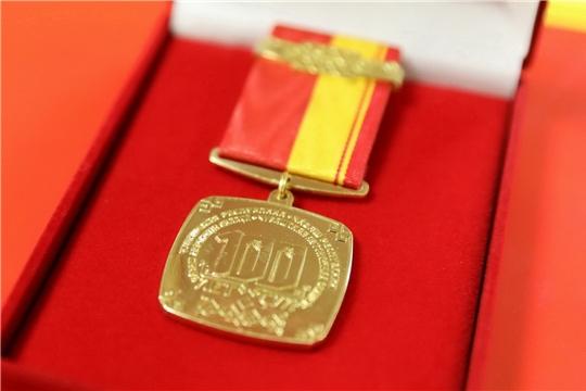 Ветеранам парламента республики вручены памятные медали