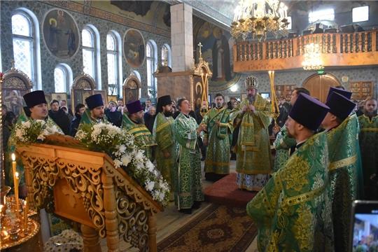 Митрополит Чебоксарский и Чувашский Савватий провел Божественную литургию в храме преподобного Серафима Саровского в Шумерле и посетил строящийся в городе храм