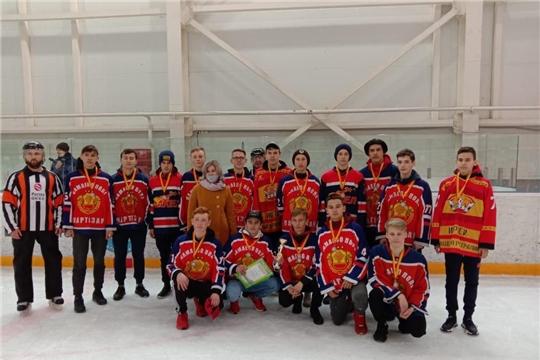 Команда Ибресинского района бронзовый призер  республиканских соревнований по хоккею среди допризывной молодежи