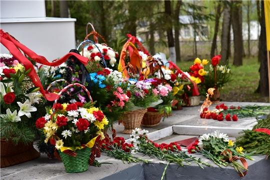 Церемония возложения венков и живых цветов