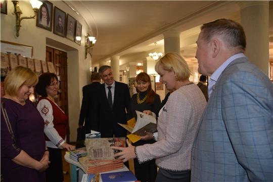 """Презентация книги """"Подвиг тружеников Чувашии"""" и премьера драмы «Инкеклĕ телей»"""