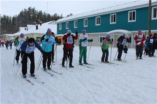 После торжественного открытия соревнований «Лыжня России-2021» начались лыжные гонки
