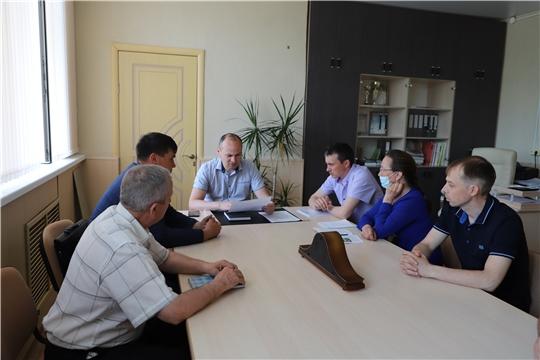 Заместитель главы администрации Комсомольского района Алексей Селиванов провёл совещание по вопросу борьбы с распространением борщевика Сосновского на территории района