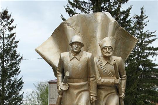 В честь 76-ой годовщины Победы в Красночетайском районе состоялось возложение венков и цветов к памятнику павшим воинам в Великой Отечественной войне