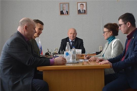 Глава администрации Мариинско-Посадского района Владимир Мустаев провел рабочую встречу с делегацией Мариинско-Посадского землячества «Сентер ен»