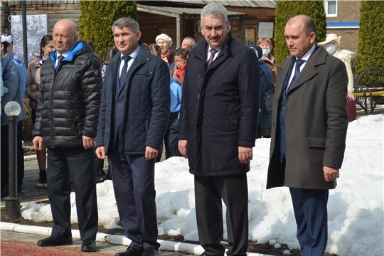 День Космонавтики в Мариинско-Посадском районе: Олег Николаев принял участие в праздничных мероприятиях