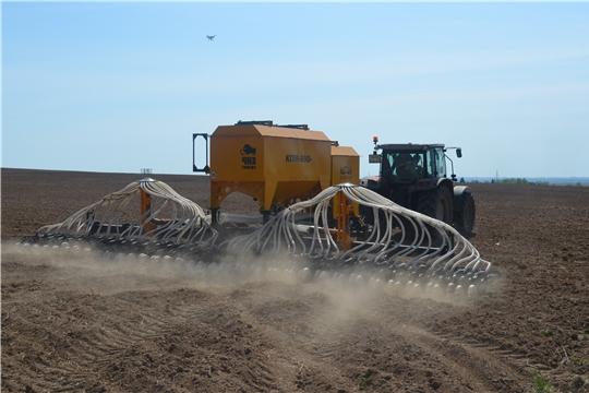 На полях Мариинско-Посадского района ведутся посевные работы