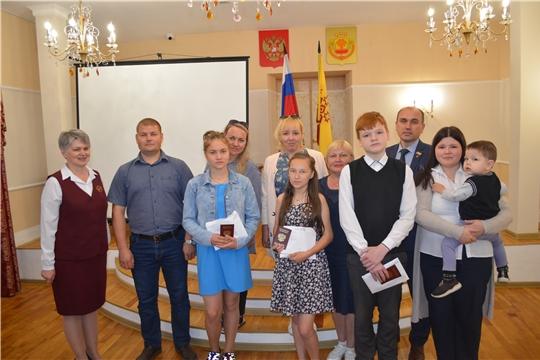 В канун Дня России в отделе ЗАГС администрации Мариинско-Посадского района состоялась церемония вручения паспортов