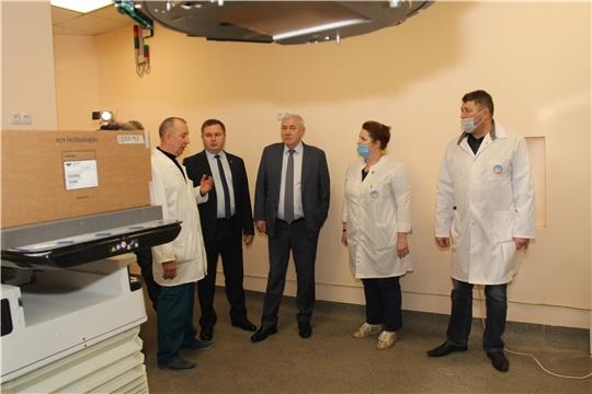 Министр здравоохранения Владимир Степанов и Анатолий Аксаков встретились с коллективом онкодиспансера