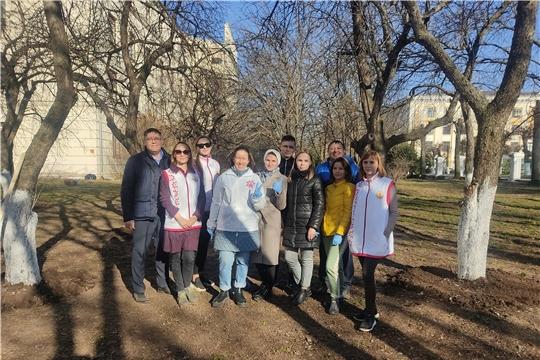 Коллектив Минздрава Чувашии вышел на экологический субботник