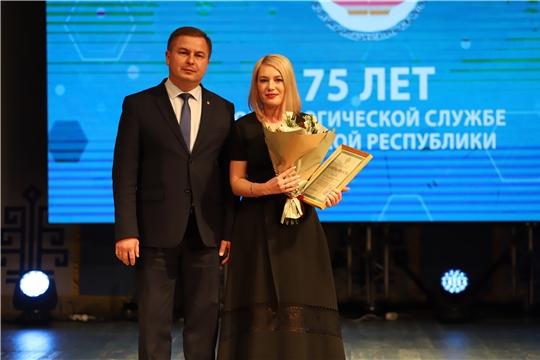 Министр здравоохранения Чувашии Владимир Степанов поздравил коллектив «Республиканского клинического онкологического диспансера» с 75- летием