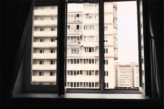 Слушайте в радиоэфире, как уберечь ребенка от падения из окна