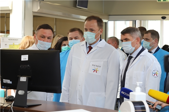 Полпред Президента России в ПФО Игорь Комаров в Чебоксарах посетил передовой Федеральный центр травматологии, ортопедии и эндопротезирования Минздрава России