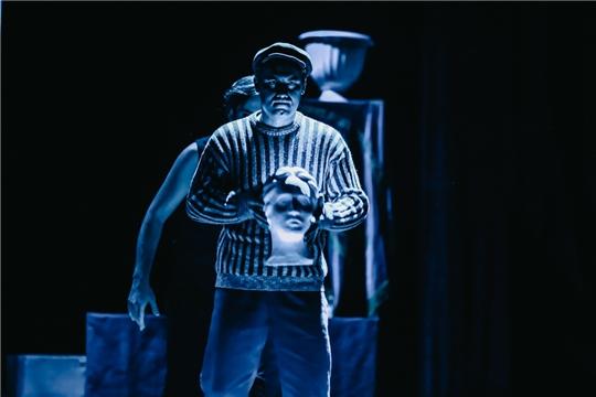 Мистическая комедия «Музыка для толстых» -  на сцене Русского драматического театра