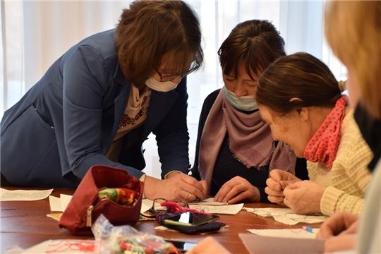 Состоялся практикум по традиционной чувашской вышивке для специалистов районных клубов