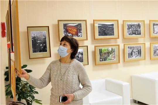 Фотовыставка «Строительство Сурского оборонительного рубежа» работает в Доме Дружбы народов