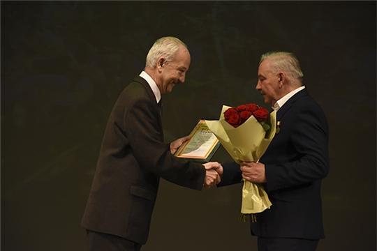 В Чувашском драматическом театре поздравили с юбилеем Николая Сергеева