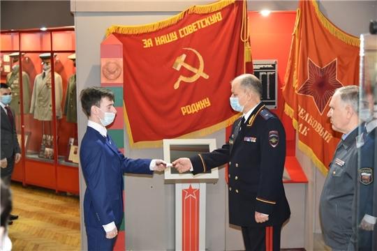 В Музее воинской славы прошла церемония вручения первых офицерских погон сотрудникам МВД по Чувашской Республике