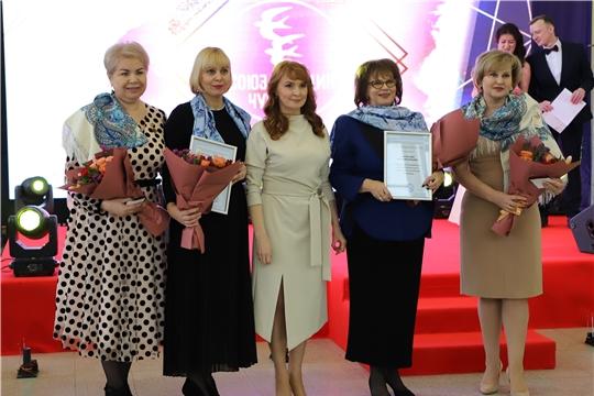 Весенний вернисаж «С любовью к женщине» от Союза женщин Чувашии